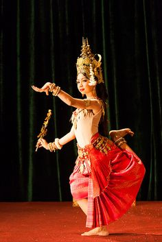 The Children of Bassac. Cambodian Art, Cambodian People, Khmer Tattoo, Khmer Empire, Thai Art, Shall We Dance, Royal Ballet, Mom Style, Traditional Dresses
