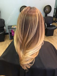 Golden honey sandy warm platinum blonde hair for medium length hair with long layers // balayage ombre for dirty blonde and brown hair types