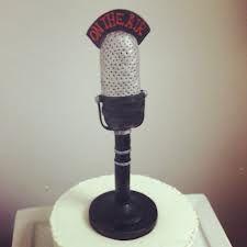 Cute old-fashioned microphone cake