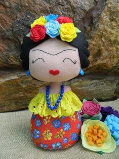 Resultado de imagem para bonecas namoradeiras Felt Dolls, Plush Dolls, Doll Toys, Felt Crafts, Diy And Crafts, Felt Cupcakes, Cute Sewing Projects, Bear Doll, Sewing Accessories