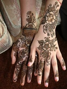 mehndi, love how this henna is detailed on the palm and chill/more modern on the back of the hand.