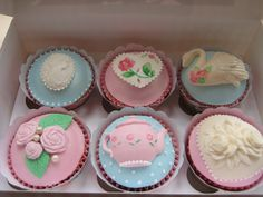 What is it about cupcakes I just can't resist??????  They're just so happy & beautiful!