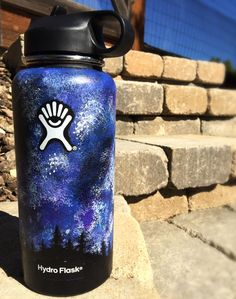 Many people believe that there is a magical formula for home decoration. You do things… Water Bottle Art, Cute Water Bottles, Best Water Bottle, Steel Water Bottle, Water Bottle Design, Plastic Bottle, Hydro Painting, Bottle Painting, Diy Painting