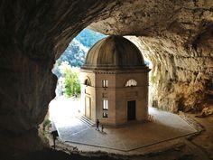 Tempio del Valadier, Frasassi - Italia