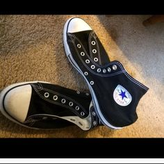 Men's converse Perfect shape. Men's converse- needs laces Shoes Sneakers