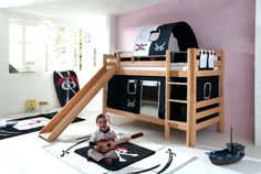 9 DIY Toddler Bed Ideas - Guide to choose the right toddler bed plans. 2019 Best DIY Toddler Bed Ideas transitioning Find out about getting the right timing to switch from toddler crib and more DIY toddler bed ideas which suits your needs. Cheap Bunk Beds, Safe Bunk Beds, Bunk Beds Boys, Bunk Beds Built In, Bunk Beds With Stairs, Kid Beds, Elevated Bed Frame, Bunk Bed With Slide, Diy Toddler Bed