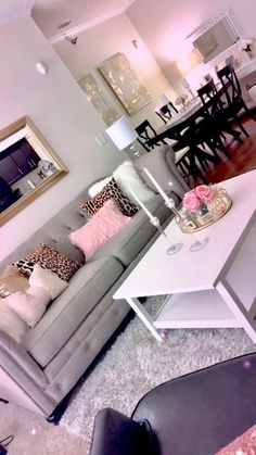 34 Excellent living ideas for girls - apartment decor Living Room Decor Cozy, Room Inspiration, Living Room Decor Apartment, Living Room Designs, Interior, Apartment Living Room, First Apartment Decorating, Room Decor, Apartment Decor