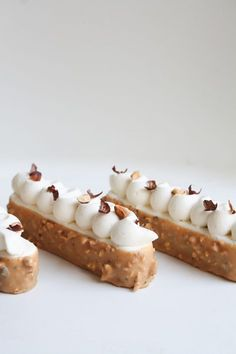 FINGERS VANILLE NOISETTE CARAMEL - LYG Finger Desserts, Small Desserts, Gourmet Desserts, Fancy Desserts, Dessert Recipes, Desserts With Biscuits, French Patisserie, Baking And Pastry, Pastry Cake