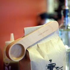 Fancy - Wood Cafe Clip by Kikkerland