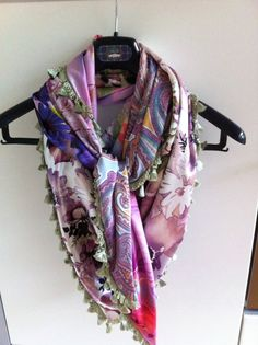 Satijnen sjaal met 4 verschillende stoffen
