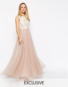 Imagen 1 de Vestido largo de encaje con adorno de rosas de Needle & Thread