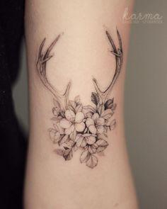 Floral Antlers Tattoo Tattoo Ideas and Inspirati Bone Tattoos, Leg Tattoos, Sleeve Tattoos, Tatoos, Deer Antler Tattoos, Hunting Tattoos, Hirsch Tattoo Klein, Widder Tattoo, Cowgirl Tattoos
