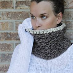 This crochet cowl is quick to make and is perfect for the upcoming fall / winter season.