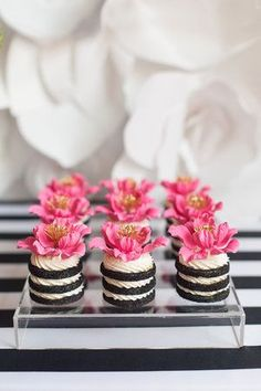 Flower cookie stacks - Kate Spade inspired black, white, with a pop of hot pink party Bridal Shower Ideas 23 Ideas Wedding Cakes With Flowers Pink Sweets Baby Shower Cookies That Are Too Cute To Eat - Tulamama Thinking of serving baby shower cookies at th Kate Spade Party, Kate Spade Bridal, Kate Spade Cakes, Mini Cakes, Cupcake Cakes, Grolet, Baby Shower Cookies, Bridal Shower Cupcakes, Baby Cookies