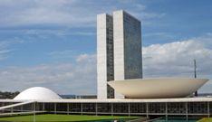Congresso Nacional:  localizado em Brasília, a sede dos três poderes políticos brasileiros possui uma arquitetura deslumbrante e moderna, criada por Oscar Niemeyer. Os edifícios apresentam estruturas resistentes e abusam do contraste de formas. O Palácio do Planalto se destaca por combinar curvas e retas no seu formato, além de abrigar o gabinete presidencial.