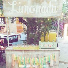 El puesto de limonada de #loreayjosesecasan que encargamos a nuestros amigos de @laletrera_shop #cuentibodas #bodasdecuento #cuentibodas2014 www.bodasdecuento.com