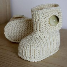 Knitting Pattern PDF file Winter Baby Boots by loasidellamaglia Baby Knitting Patterns, Knitting For Kids, Knitting Projects, Knitting Socks, Pdf Patterns, Baby Boots Pattern, Gestrickte Booties, Knitted Baby Outfits, Knit Baby Booties