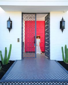 Beautiful pink doors in Palm Springs | KELLY GOLIGHTLY