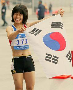 #전민재선수 는 참 웃는게 #아름다워요 계속 웃는걸 보고만 있게 되네요 #누나 #최고 #어려움 에 맞서서 달리는 누나의 모습에 #감동 입니다. 항상 #응원 할께요! #감사합니다