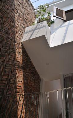 8 Tiny House Living, My House, Small House Design, Facade House, Atrium, Brick, New Homes, Room Decor, Architecture