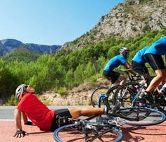Crash Course for Cyclists // Tips for avoiding bike crashes © Thinkstock
