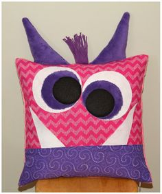 Monster Pillow for Tooth Fairy or Just of Fun FREE pattern and tutorial! Sewing Tutorials, Sewing Crafts, Sewing Projects, Sewing Ideas, Tooth Pillow, Tooth Fairy Pillow, Diy Pillows, Throw Pillows, Animal Pillows
