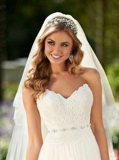 Confira as melhores alternativas de penteados para noivas com Véu. Veja penteados para noivas com véu mais tradicionais, descolados e dicas importantes.