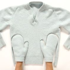 Upcycle an old or shrunken sweater and create a pair of cozy mittens for you or your family. You can create them in a few simple steps and your hands will be warm on these cold winter days! Alter Pullover, Fleece Pullover, Diy Clothing, Sewing Clothes, Recycled Clothing, Old Sweater Crafts, Sweater Mittens, Fingerless Mittens, Recycled Sweaters