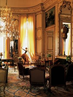 Givenchy Grand Salon, photographed by Victor Skrebneski, rue de Grenelle, Paris, 5 September Beautiful Interiors, Beautiful Homes, French Interiors, House Beautiful, Chateau Hotel, Interior And Exterior, Interior Design, Antique Chandelier, Chandeliers
