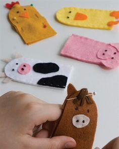 Top 50 Animal Crafts for Kids Old McDonald has a farm finger puppets - Lifestyle Felt Puppets, Felt Finger Puppets, Finger Puppet Patterns, Animal Crafts For Kids, Operation Christmas Child, Felt Patterns, Sewing Patterns, Quiet Book Patterns, Fabric Patterns