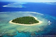 Tavarua, Fiji - a heart-shaped island - http://destinations-for-travelers.blogspot.com.br/2013/01/tavarua-ilha-em-forma-de-coracao-fiji.html