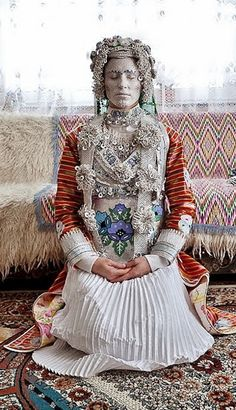 A Torbesh (Macedonian Muslim) bride in her ceremonial attire. Traditional Fashion, Traditional Dresses, Nigerian Weddings, African Weddings, Muslim Brides, Muslim Couples, Authentic Costumes, Bridal Traditions, Costumes Around The World