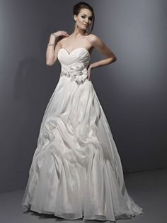 Princess sweetheart chapel train charming organza with ruffle wedding dress
