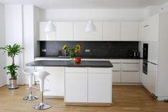 Unsere neue Küche ist fertig. Der Hersteller ist: Schüller - Novel Gabi - Stilrichtung: Moderne Küchen - Datum der Fertigstellung: September 2013