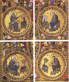Los cuatro evangelistas, que en esta ocasión no aparecen bajo la forma de tetramorfos. Observese la riqueza del mobiliario y la presencia de..escabeles para los pies. Arte Bizantino