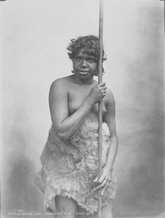 First Australian - Indigenous Australian Aborigine Girl, Shoalhaven District of N. Date(s) of creation: Photograph printed in 1933 from original negatives taken by Henry King in the v Aboriginal History, Aboriginal Culture, Aboriginal People, Australian Aboriginals, African Diaspora, Australian Art, People Of The World, Portraits, Vintage Photographs