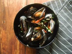 Mussels with sun-dried tomatoes and garlic