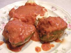 Hungarian Stuffed Peppers Recipe Hungarian stuffed peppers with tomato gravy is wonderful way to use green peppers from your garden. This is also a great dish to make in the winter as bell peppers are available year around. Veggie Recipes, Beef Recipes, Dinner Recipes, Cooking Recipes, Dinner Ideas, Veggie Food, Cooking Tips, Holiday Recipes, Hamburger Recipes