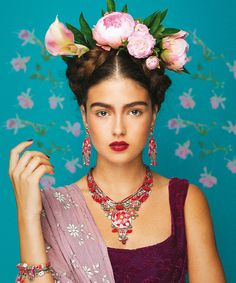 This lovely tribute to Frida Kahlo features jewelry by artist Ayala Bar. Visit the Blanton Museum Shop to see some of her newest pieces! Mexican Fashion, Mexican Style, Costume Frida Kahlo, Frida Kahlo Makeup, Fridah Kahlo, Karneval Diy, Looks Adidas, Halloween Karneval, Ayala Bar