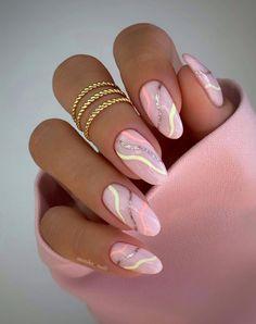 Chic Nails, Stylish Nails, Oval Nails, Pink Nails, Glitter Nails, Almond Nails Pink, Pastel Nails, Nude Nails, Black Nails