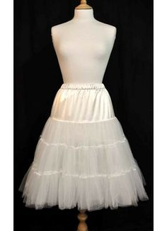 Never know when you might need a petticoat! Vintage Petticoats : Retro, Style Petticoats from Lady Vintage. 1950s Fashion, Vintage Fashion, Vintage Style Dresses, Pretty Outfits, Pretty Clothes, Lady V, Swing Dress, Wedding Inspiration, Costumes
