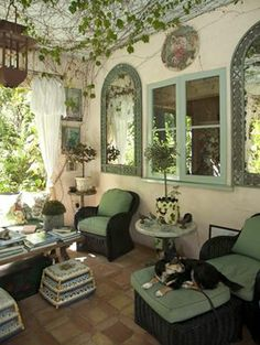 this is a gorgeous room to relax in, the arched windows, the greenery on the ceiling