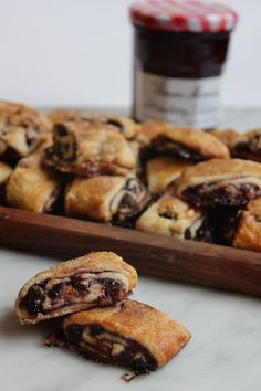 Stay warm this winter and bake this gooey, delicious Pull-Apart Rugelach dessert recipe with one of Bonne Maman's fresh fruit preserves.