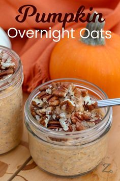 Pumpkin Overnight Oats are an easy, yummy pumpkin breakfast treat. Prepping ahead makes mornings run so smoothly! Grab and go, the pre-made oats are perfect for an on-the-go breakfast. Baked Breakfast Recipes, Breakfast Dishes, Breakfast Ideas, Brunch Ideas, Brunch Recipes, Dessert Recipes, Pumpkin Overnight Oats, Pumpkin Oatmeal, Oatmeal Recipes