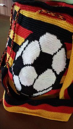 Soccer Mochila bag Crochet Tote, Knit Crochet, Tapestry Bag, Aztec, Purses And Bags, Crochet Patterns, Tote Bag, Knitting, Fashion