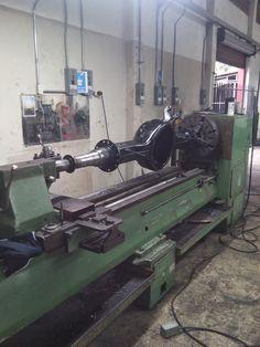 Metalizado y rectificado de ajustes de balinera y fabricación de roscas a camisa de diferencial de rastra!!