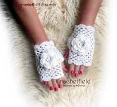 Off-white Crochet Mittens with Flowers Fingerless by Crochetfield