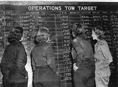 WW2 Photo WWII USAAF WASP Pilots Check Flight Schedule 1944  World War Two /1662  | eBay