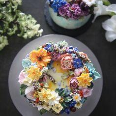 ㅡ ▫️▪️Merry soo ▪️▫️ With @shophie_ble  ㅡ  #flower #cake #flowercake #partycake #birthday #weddingcake #buttercreamcake #buttercream #designcake #soocake #플라워케익 #수케이크 #꽃스타그램 #버터크림플라워케이크 #베이킹클래스 #플라워케익클래스 #생일케익 #수케이크  www.soocake.com vkscl_energy@naver.com