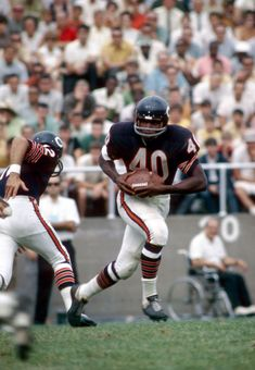 Bears Football, Nfl Football Players, Nfl Chicago Bears, Football Cards, Baseball, American Sports, American Football, Best Running Backs, Gale Sayers